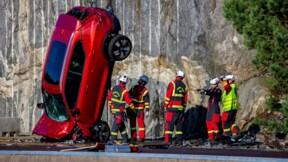 Volvo fait volontairement tomber des voitures neuves de 30 mètres de haut