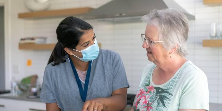 Aide à domicile : comment s'organisent les visites chez les personnes âgées