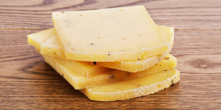 Confinement : les ventes de fromage et d'appareils à raclette explosent