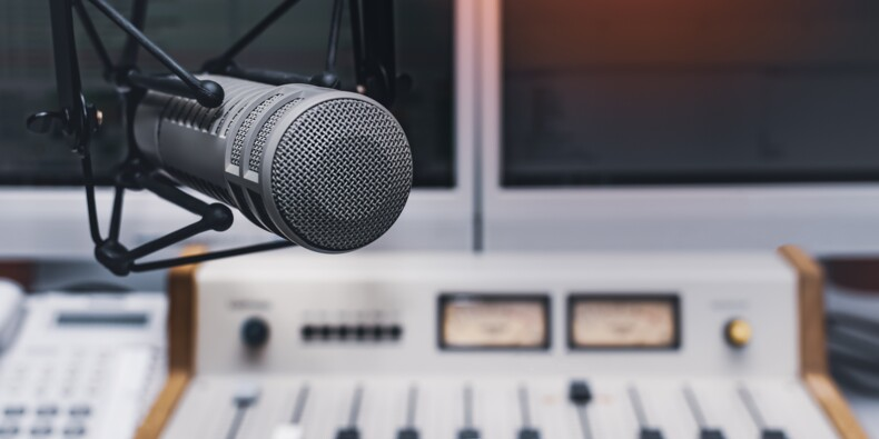Audiences radio : France Info sourit, RTL et RMC grimacent