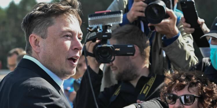 Tesla : Elon Musk demande à ses employés de réduire les coûts