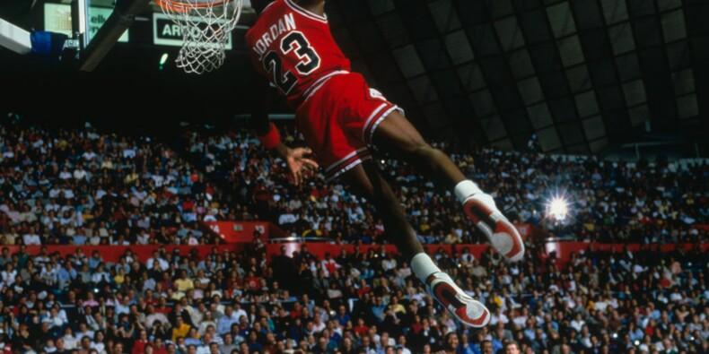 Des maillots de Michael Jordan et Barack Obama vendus une fortune aux enchères