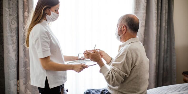 Ehpad : comment vont s'organiser la vaccination et les fêtes de fin d'année ?