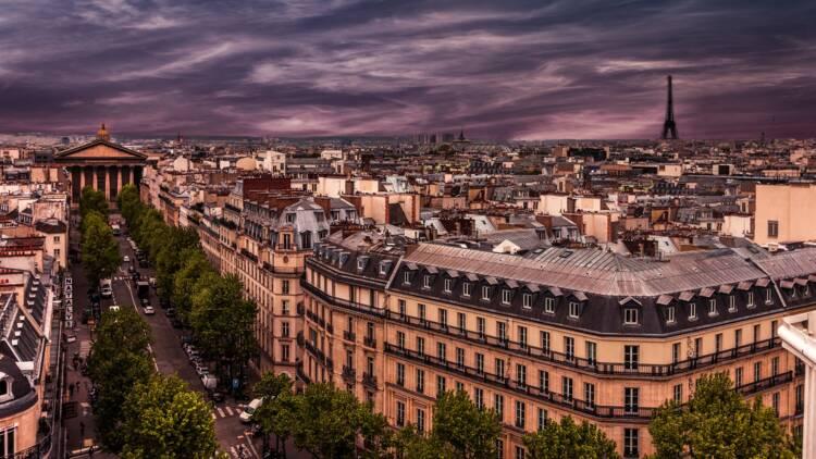 Des sans-abris s'installent dans un hôtel de luxe parisien pour fêter Noël