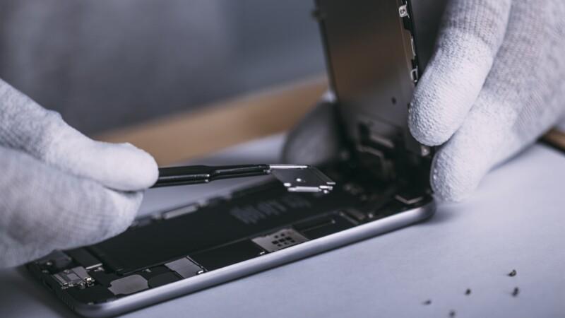 """Télé, lave-linge, smartphone... bientôt un """"indice de réparabilité"""" pour certains appareils"""