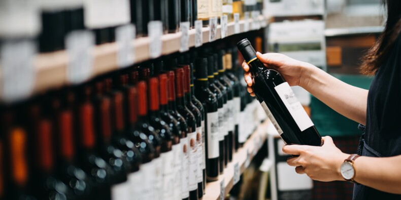 Vin, bière… des distributeurs bradent leurs stocks près de Paris et Nantes