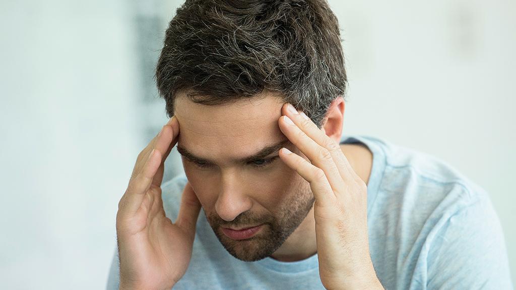 Kopfschmerzen und Gereiztheit: Diese Symptome deuten auf..