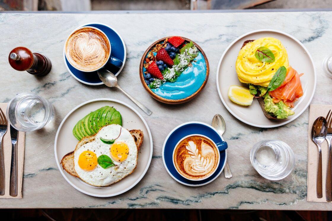 Fit durch den Tag: Lebensmittel, die du am Morgen zu dir nehmen solltest