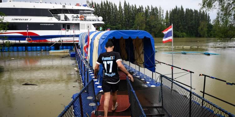 Des centaines de touristes bloqués sur des îles en Thaïlande avant la tempête Pabuk