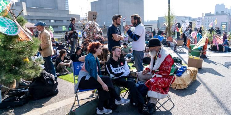 """Sixième jour de blocages """"écologiques"""" à Londres, 715 arrestations depuis lundi"""