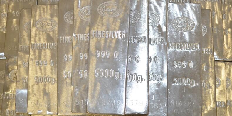 Le soufflé spéculatif retombe sur l'argent, les sociétés minières plongent en Bourse