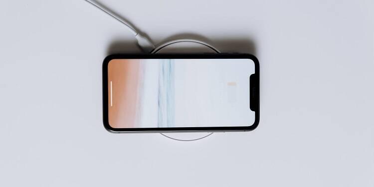 Soldes Apple : 3 bons plans à découvrir (MacBook, AirPods, iPhone)