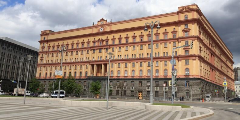 Fausse dent au cyanure, mini-appareil photo… des gadgets d'espions du KGB vendus aux enchères