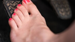 Est-il possible de conduire pieds nus ?