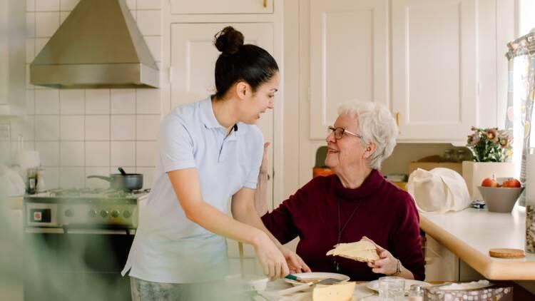 Aide ménagère : conditions pour en bénéficier et rémunération