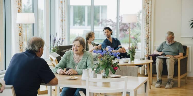 """""""Il faut remettre les résidents des maisons de retraite au coeur du monde"""", selon Gabrielle Halpern, philosophe"""