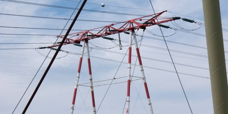 Lourde chute du bénéfice net pour EDF mais objectifs dans les renouvelables rehaussés