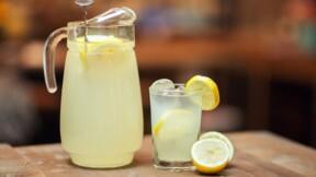 À 7 ans, une Américaine vend des limonades pour financer son opération du cerveau