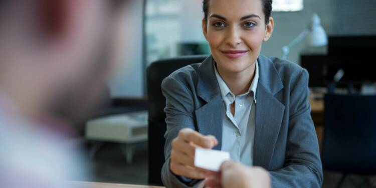 Découvrez comment une simple carte de visite peut vous aider à décrocher un job...