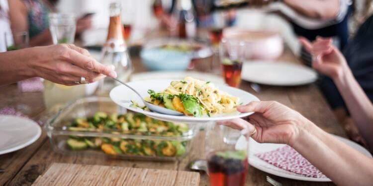 Covid-19 : les lieux clos et les repas, principaux vecteurs de contamination