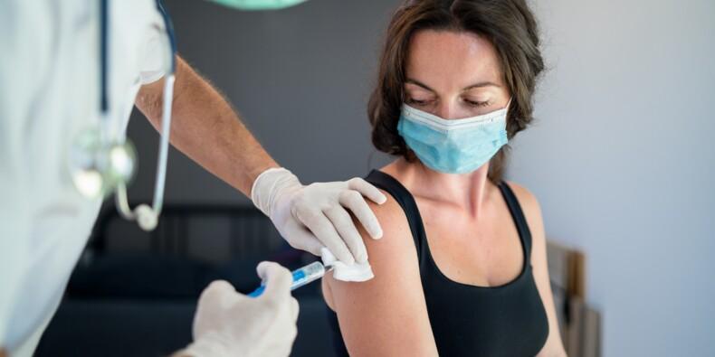 Etats-Unis : des soignants menacés de licenciement s'ils refusent le vaccin anti-Covid-19
