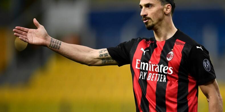 Zlatan Ibrahimovic attablé dans un restaurant à Milan alors que les établissements sont fermés