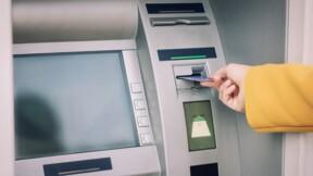 Carte bancaire avalée : démarches et coût