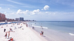 Le spectacle aérien tourne mal : un avion forcé de se poser sur une plage bondée en Floride