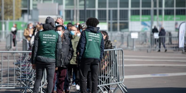 Vaccination pour les moins de 55 ans : cacophonie au vaccinodrome du Stade de France