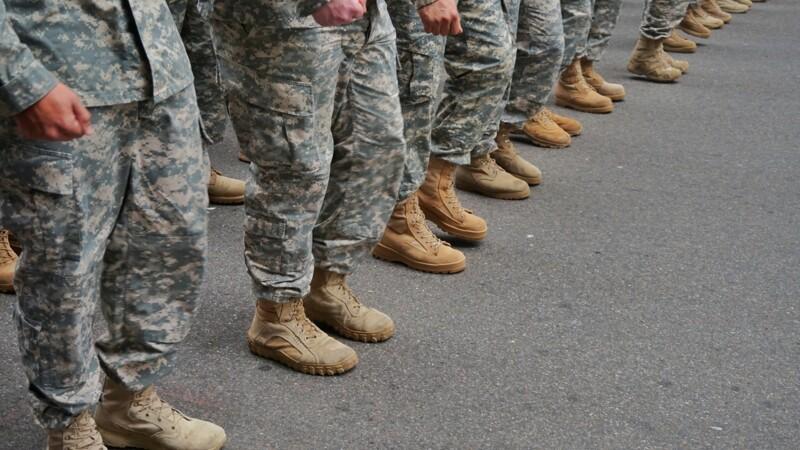 Après leur tribune dans Valeurs actuelles, certains militaires risquent la radiation