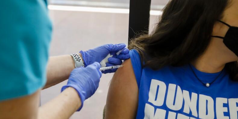 Covid-19 : de rares problèmes cardiaques observés chez des adolescents vaccinés