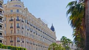 """Carlton de Cannes : les meubles des suites Grace Kelly et Sean Connery très prisés aux enchères, """"vente gants blancs"""""""