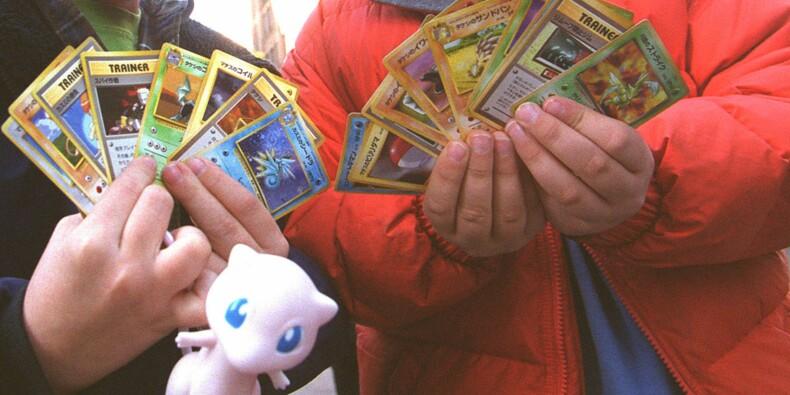 Des cartes Pokémon s'arrachent des milliers d'euros dans une vente aux enchères à Paris