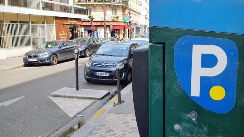 Stationnement à Paris : ce qui va changer pour les deux-roues et les voitures d'ici à 2022