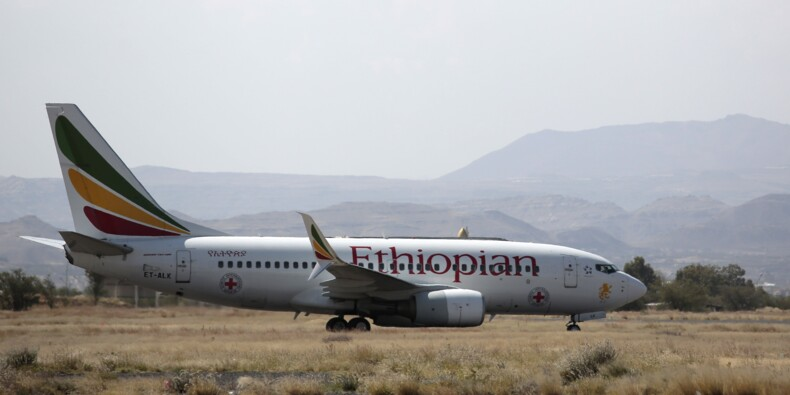 """Frappé par la foudre, un avion Boeing a été """"exorcisé"""""""