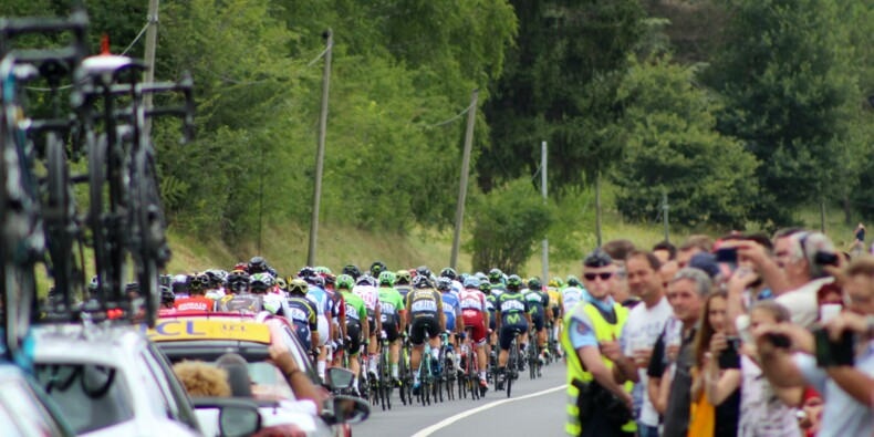 Tour de France : à 18 ans, il tente de trouver un CAP... avec une pancarte