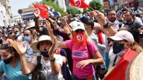 """En Tunisie, le parti Ennahdha dénonce un """"coup d'État"""" du président"""