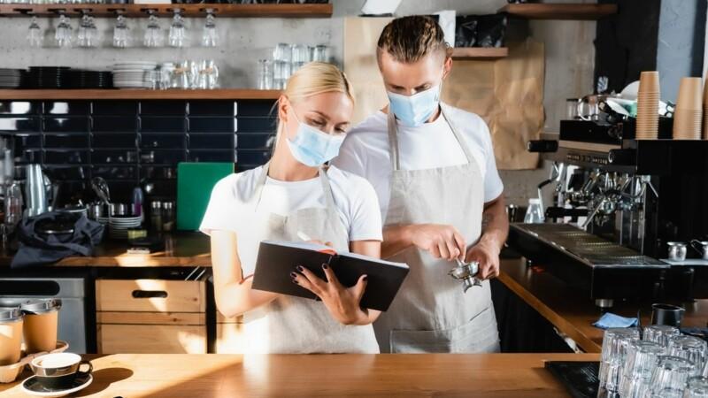 Vaccination et pass sanitaire obligatoires:ces contrats de travail qui pourront être rompus plus facilement