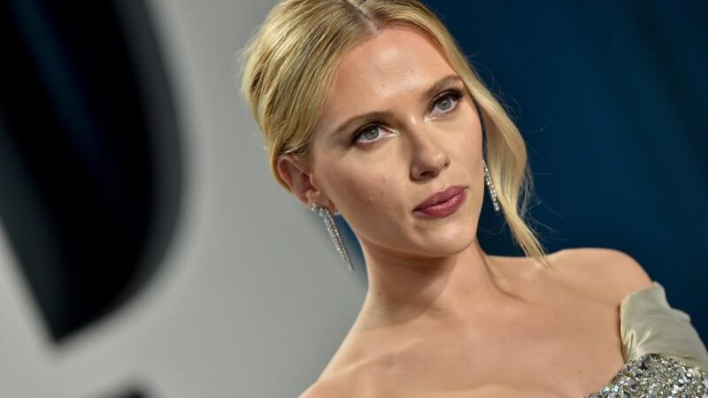 """Scarlett Johansson poursuit Disney en justice pour avoir sorti """"Black Widow"""" en streaming"""