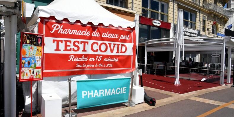 """""""Vous avez du sang sur les mains"""" : des manifestants anti-pass sanitaire s'en prennent à un pharmacien"""