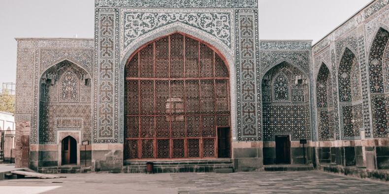 Iran : tout juste intronisé président, Ebrahim Raïssi fait déjà face à de nombreux défis