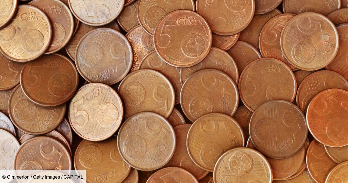Il reçoit sa dernière paye en pièces de 5 centimes