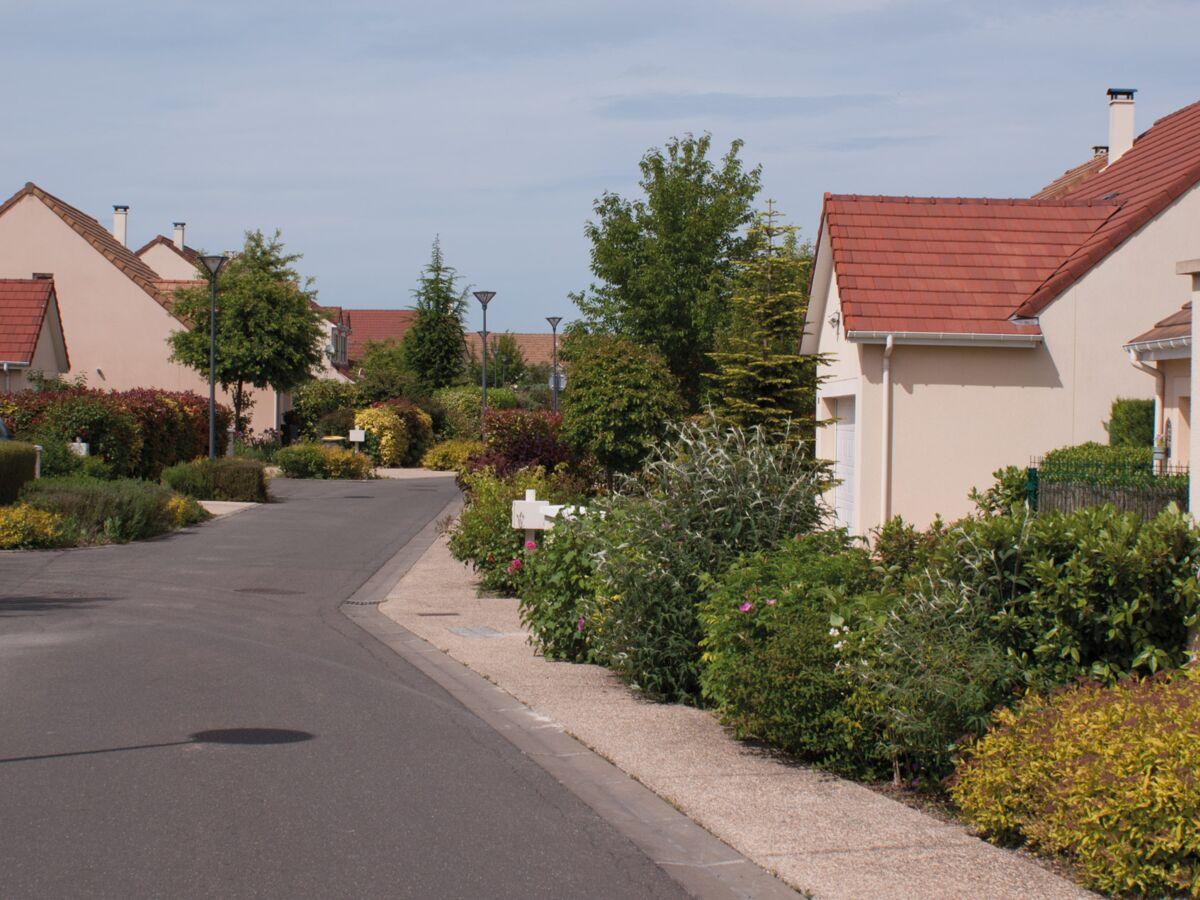 """La maison individuelle, un """"non-sens écologique, économique et social"""" ? Emmanuelle Wargon crée la polémique"""
