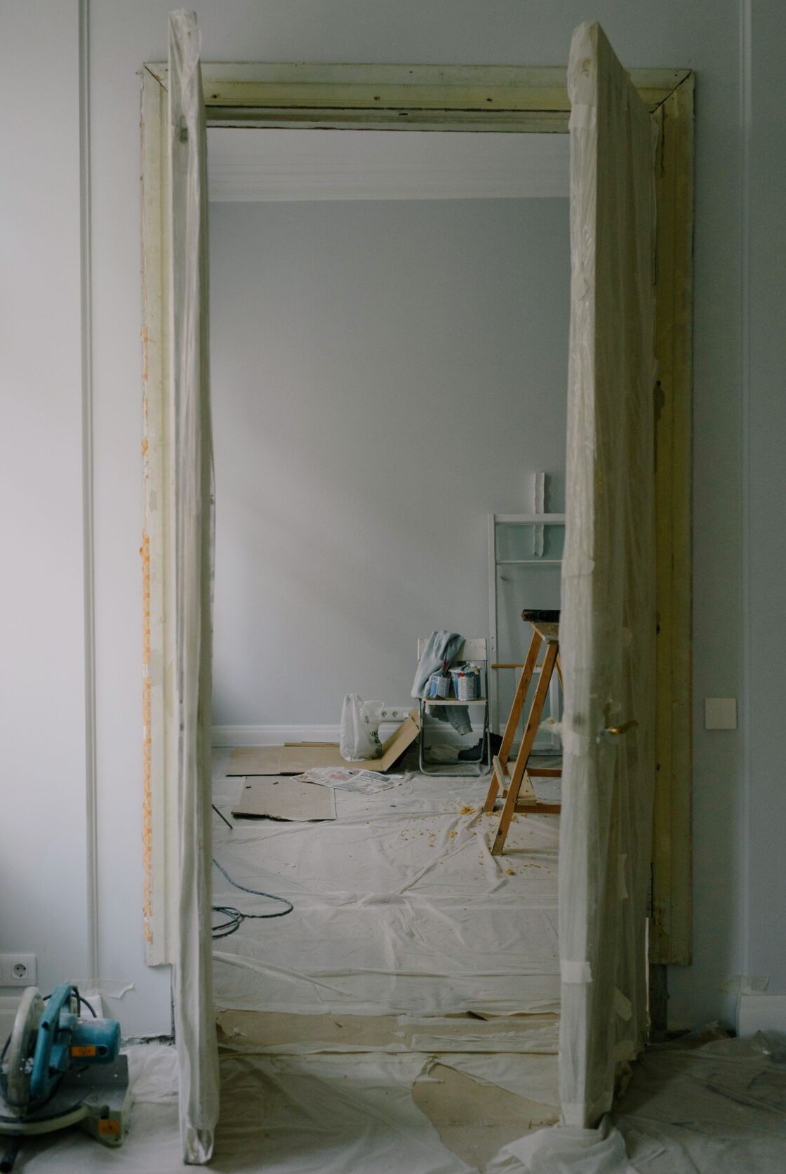 Renovierung mit Überraschung: Paar ist überglücklich, als es die Wand einreißt!