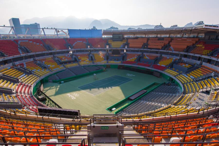 16 courts de tennis dont 1 central haut en couleur