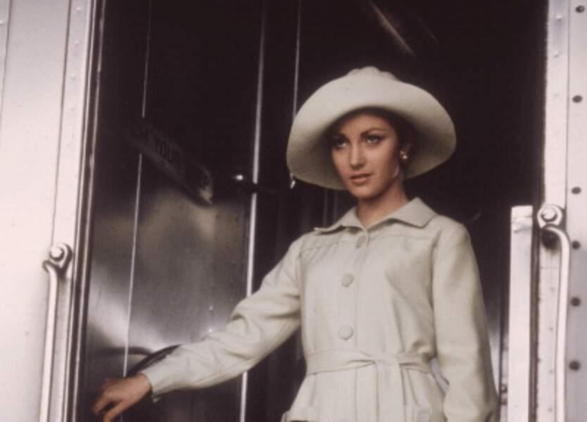 JANE SEYMOUR dans Vivre et laisser mourir, 1973