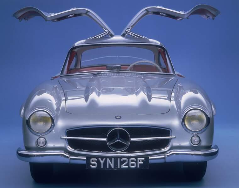 1954 : La Mercedes-Benz 300 SL, version route, était à sa sortie la voiture la plus rapide du monde