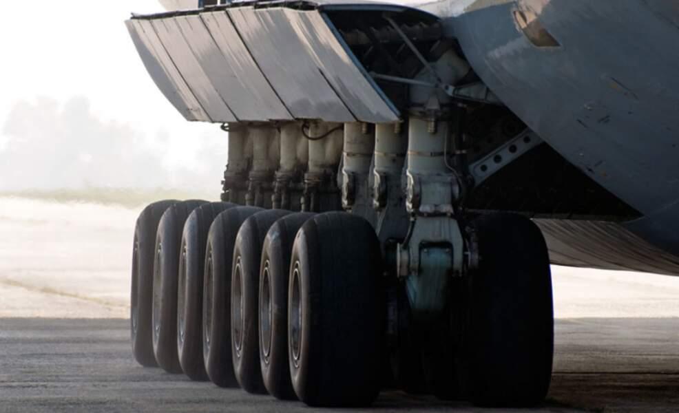 Des dizaines de roues pour supporter des centaines de tonnes