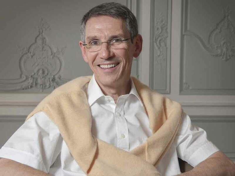 Le CV de Hubert Sagnieres, P-DG d'Essilor International