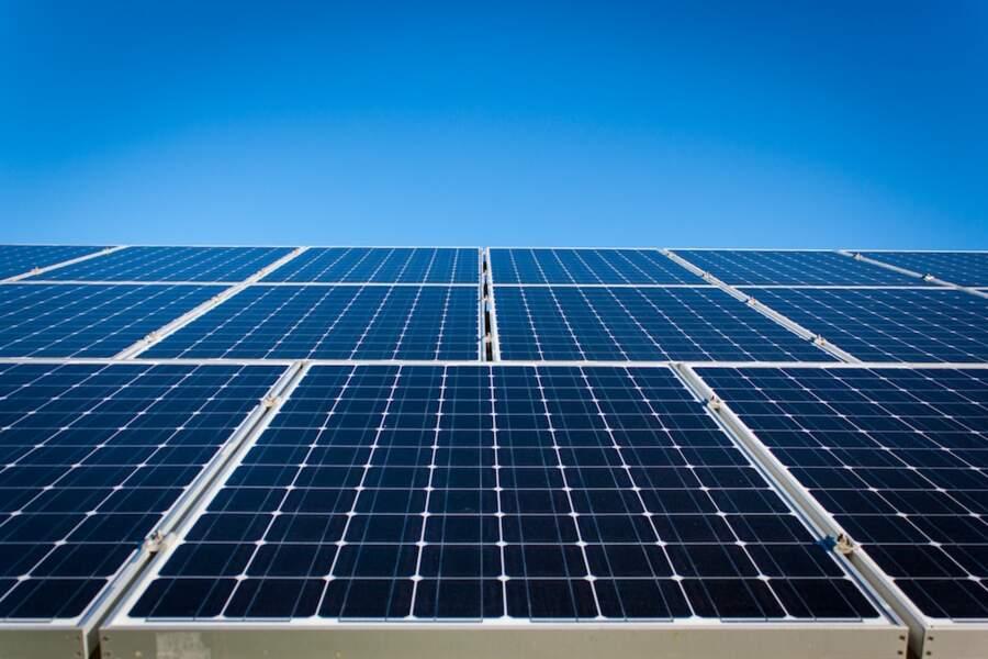 9. Poseur de panneaux solaire